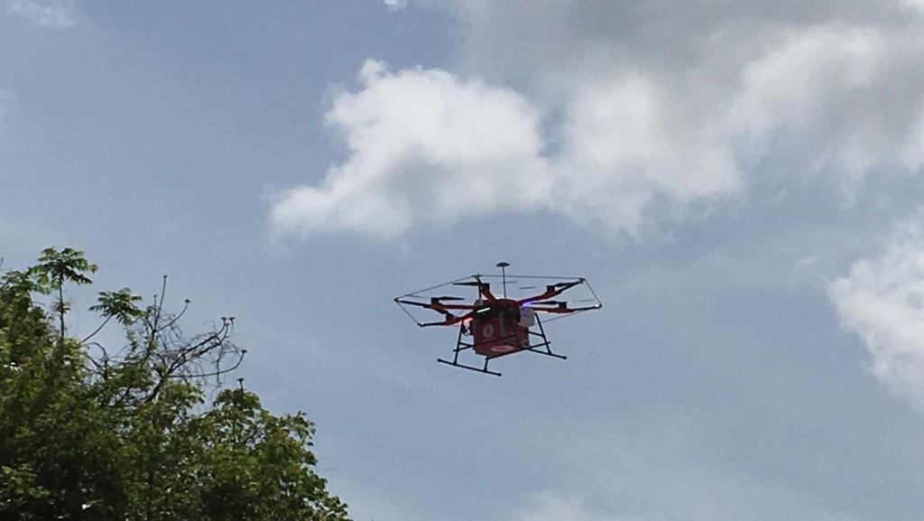 「そら楽」アプリで注文した商品を完全自律飛行で届けるそら楽ドローン「天空(てんくう)」のお披露目フライト